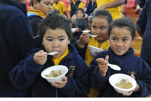 Lets-feed-the-kids-Otara-breakfast-courtesy-of-Mana-Party